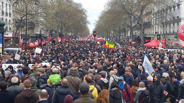 La lotta di classe tra capitale e lavoro: perché Parigi è la partitadecisiva.